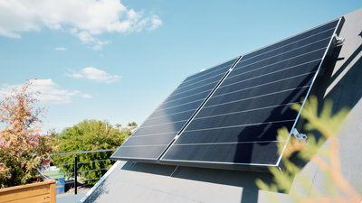 Read more about the article Keep on the Sunny Side of Solar Panel Cleaning